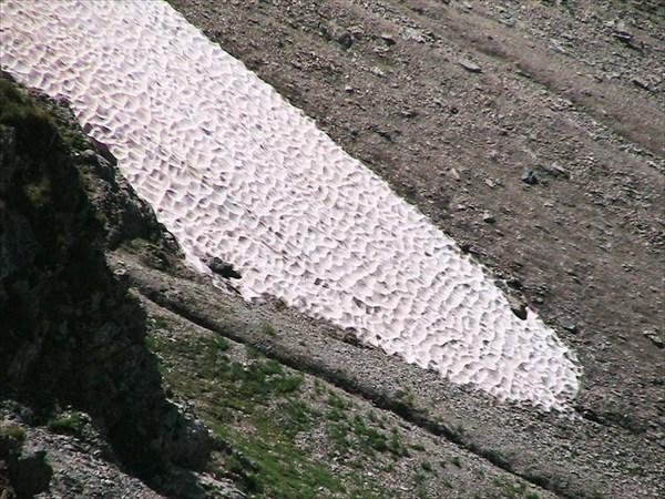 Снежник кто-то истоптал:)