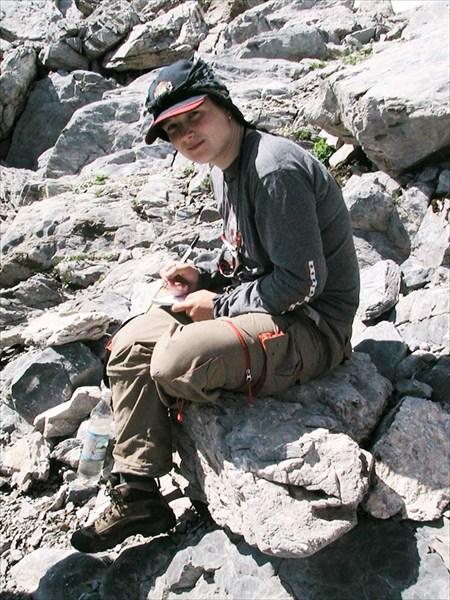 Катя пишет перевальную записку