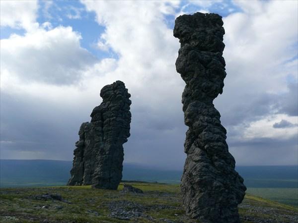 Каменные истуканы хребта Маньпупунёр