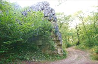 одна из 40 песридских крепостей в горах