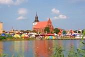 Вид с фестивального острова на г.Волин с костелом