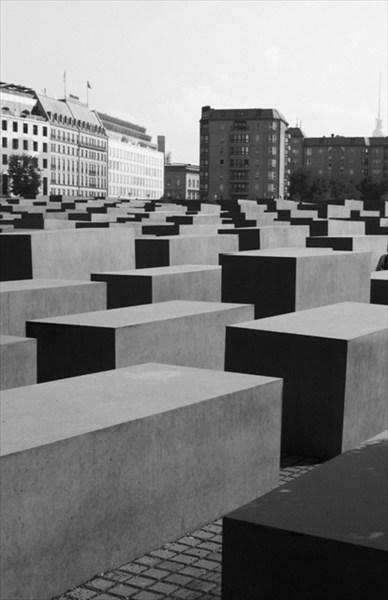 Памятник жертвам Холокоста в Берлине