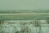 Шуга, огромное течение несет льдины.