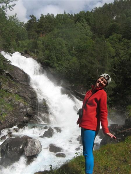 Один из нескольких мощнейших водопадов реки