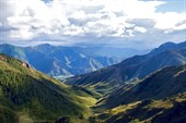 Вид с перевала на долину реки Большой Яломан