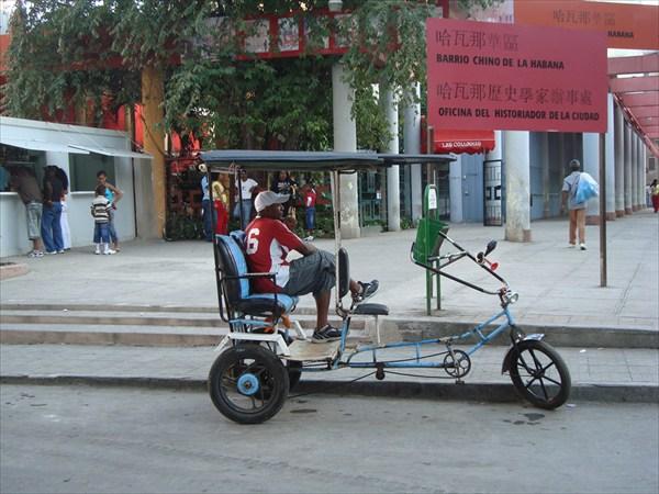 Велорикша возле китайского квартала