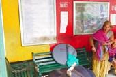На автобусной остановке в Реконг Пео