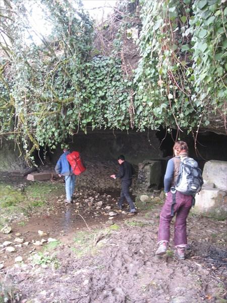 пещера в районе поселка Цебельда