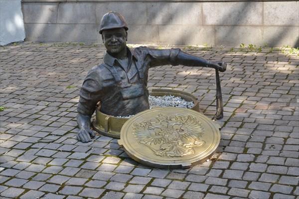 Памятник лучезарному водопроводчику