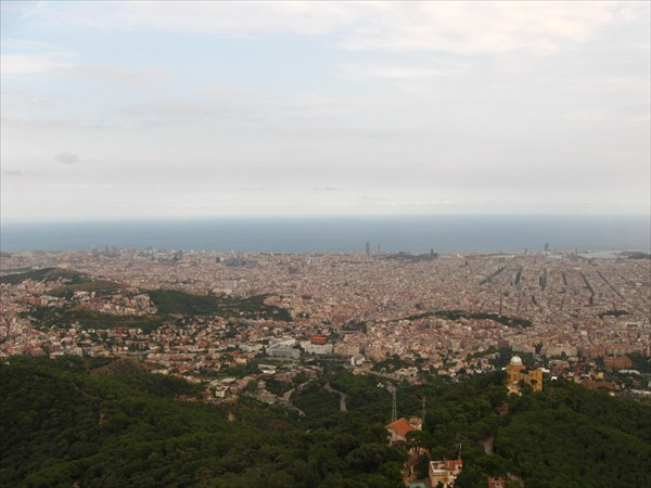 Вид на Барселону с Тибидабо