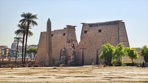 Храм богов Амона в Луксоре