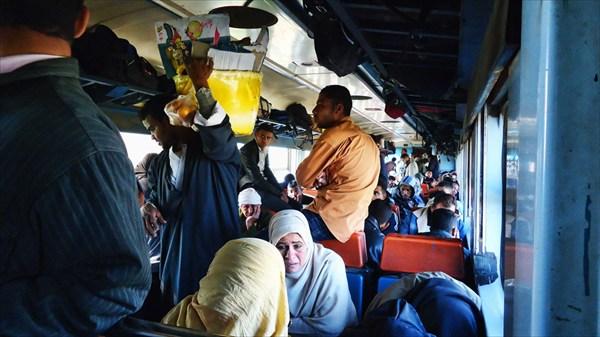 Весёлая жизнь и торговля в поезде