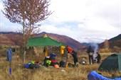 Лагерь рядом с развалинами тибетского дома