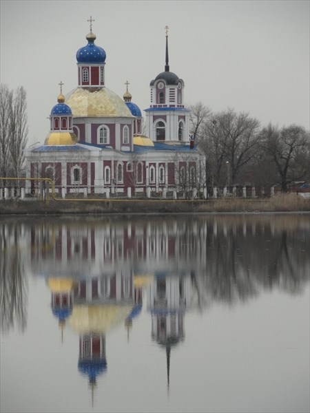 Вейсовое озеро и Святовоскресенский храм 19 века