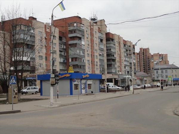 Одна из улиц центра Славянска