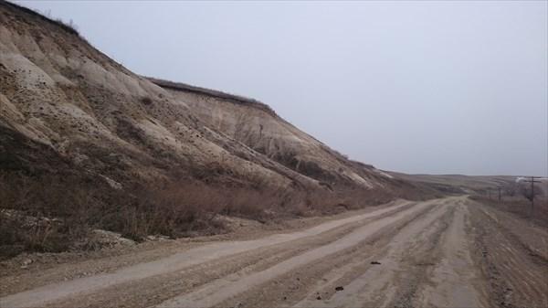 Дорога вдоль оврагов