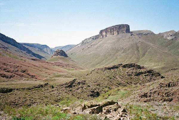 Склон горы Иткырылган и гора 1183.8м