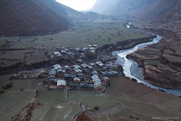 Вид на деревню Chhule от Gonhgue Gompa. Upper Tsum