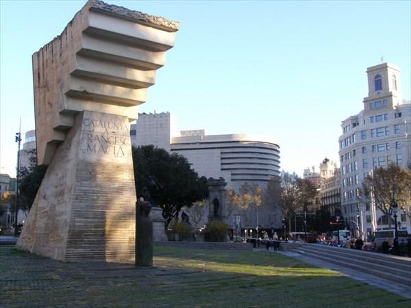 Памятник президенту