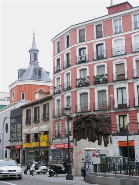 Улица, где мы жили в Мадриде, около вокзала