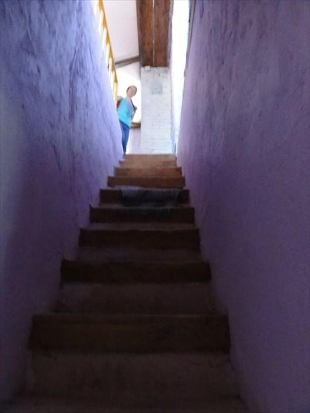 Узкая лестница наверх