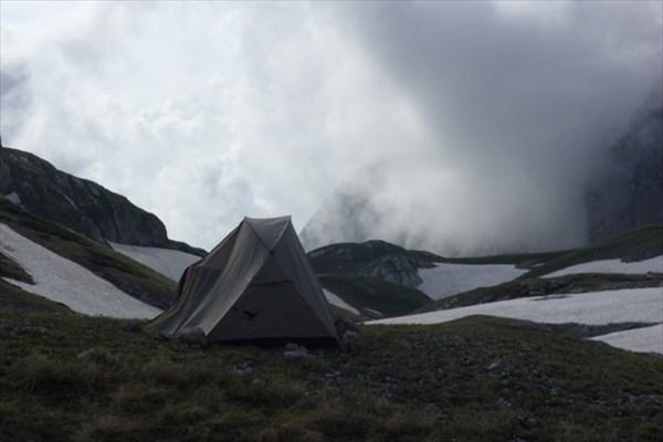 на фото: Лагерь у Фишта