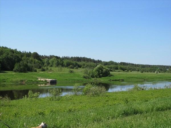 Полянка и река