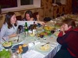 За столом 2