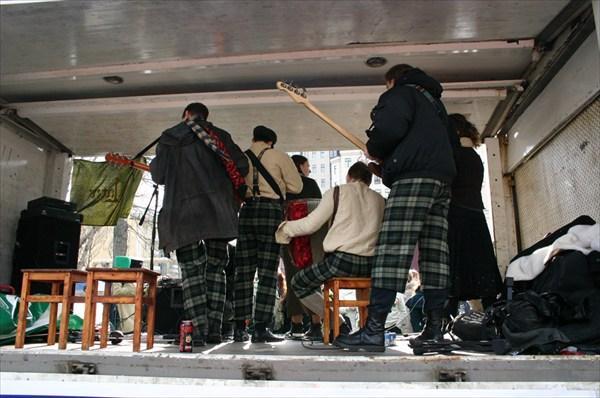 кельтская группа (вид сзади)