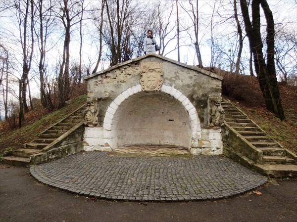 Грот, Парк Высокий замок