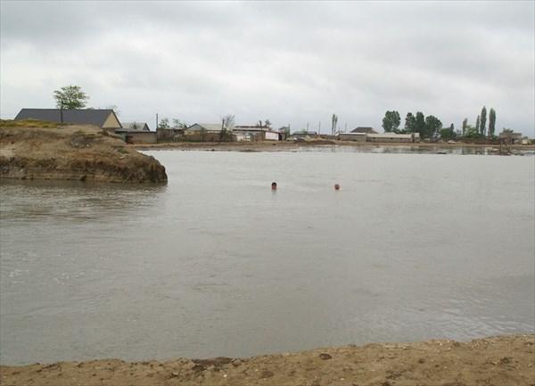 Озеро от горячих источников в селе Берикей
