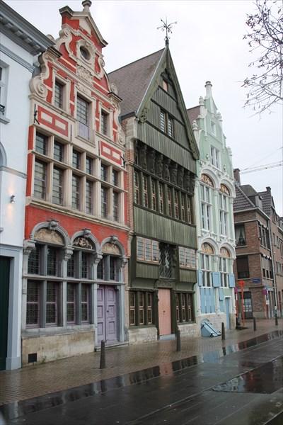 Три дома