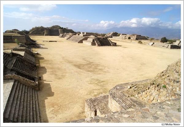 Древний город Монте-Альбан