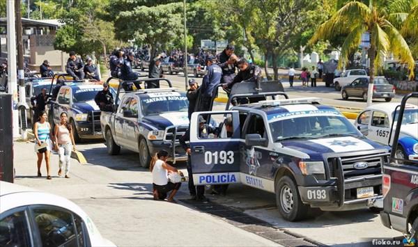 Полиция на чеку - повсюду проходят митинги, Акапулько