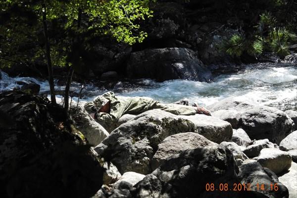 Река Учар. Отдых на горячих камнях.