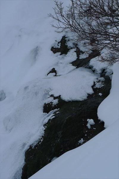 Вода +4, идёт из недр горы