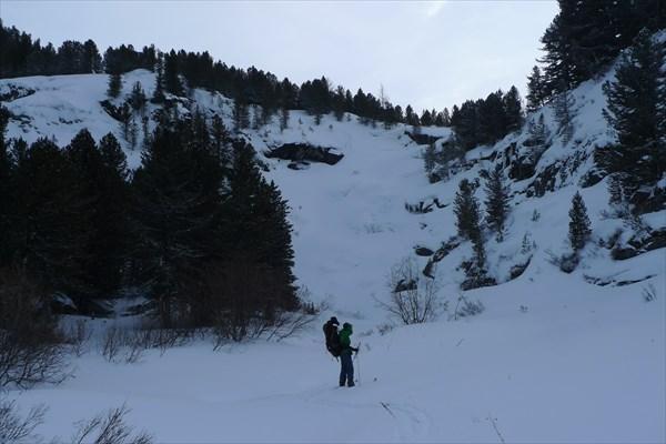 У подножия замёрзшего водопада Кюр-кюр-кюре