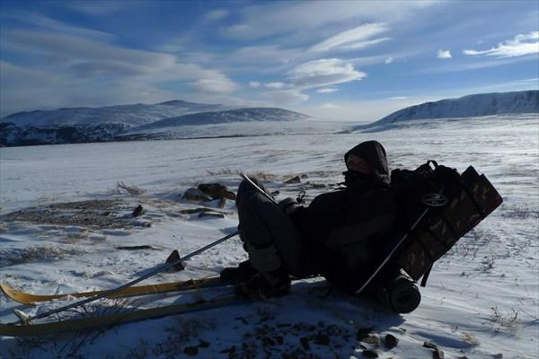 Валя и лыжные палки - одна целая, одна пополам!)