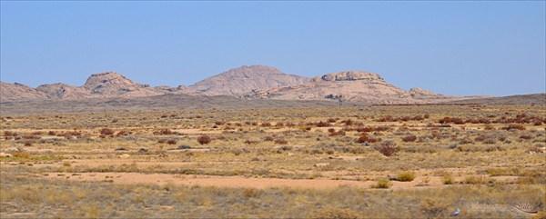 Первые горы в нашем путешествии. Казахстан.