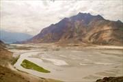 Скарду расположен в верховьях реки Инд