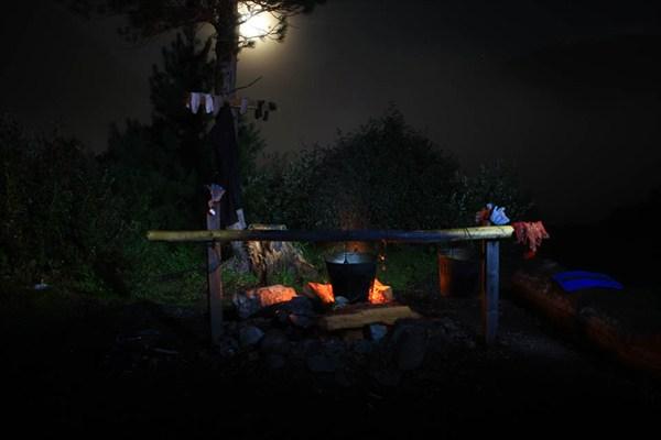 ночная идилия ночевки у озера в горах