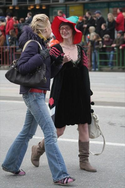 Ведьмочка с подружкой