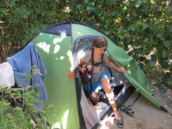 Наша палатка под сенью винограда