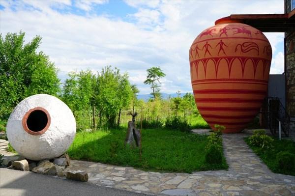 В большой квеври находится музей производства вина