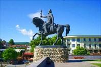 Памятник царю Ираклию II.