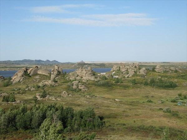 Интересные каменные истуканы на вост.берегу на Чайке