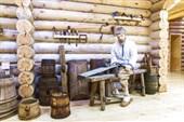 В музее народного быта `Дом Семёна-ложкаря`