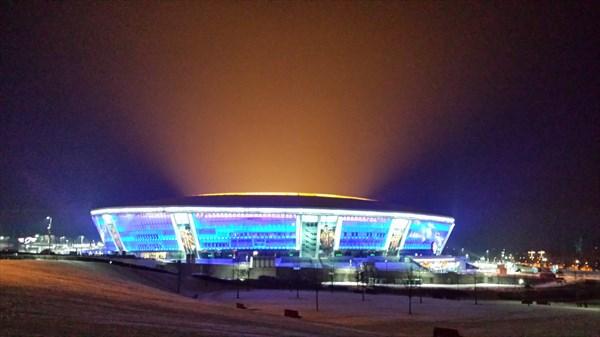 на фото: Донбасс-арена ночью
