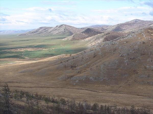 на фото: Фото 36. Вид с окрестных холмов на Долину Царей