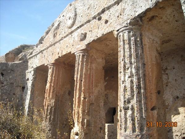 на фото: 7.Римские гробницы